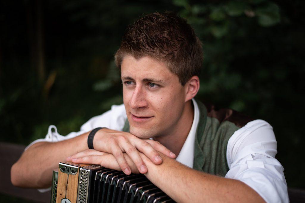 Mann mit Ziehharmonika