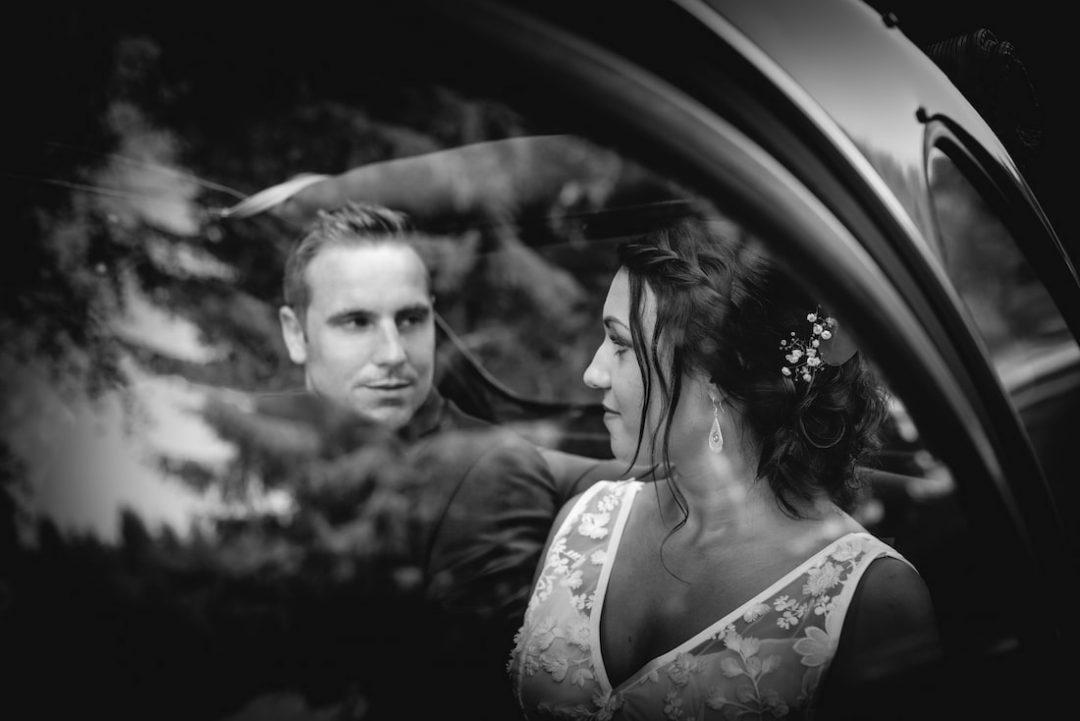 Hochzeit Fotoshooting Auto Wald