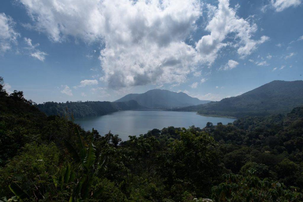 Einer von mehreren Seen auf Bali. Kurz nach dem Foto überquerten wir diesen mit einem Kanu.