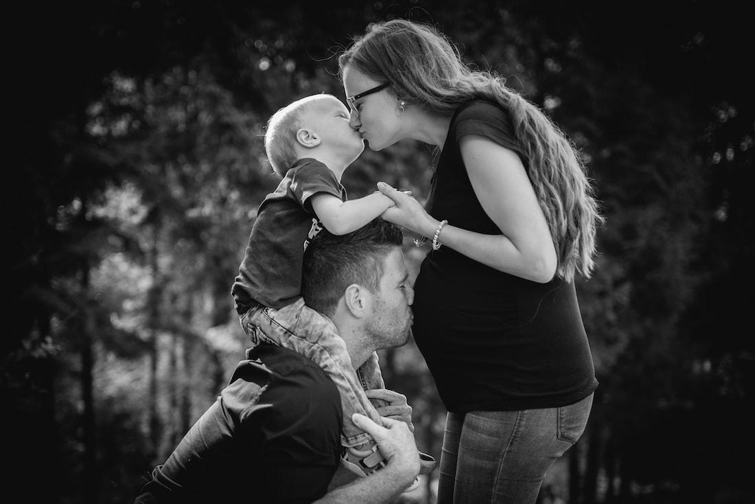 Fotoshooting Familie Kleinkind Schwangerschaft