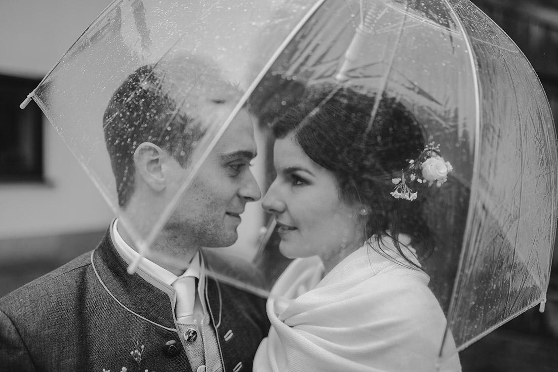 Hochzeitsfoto Regenschirm