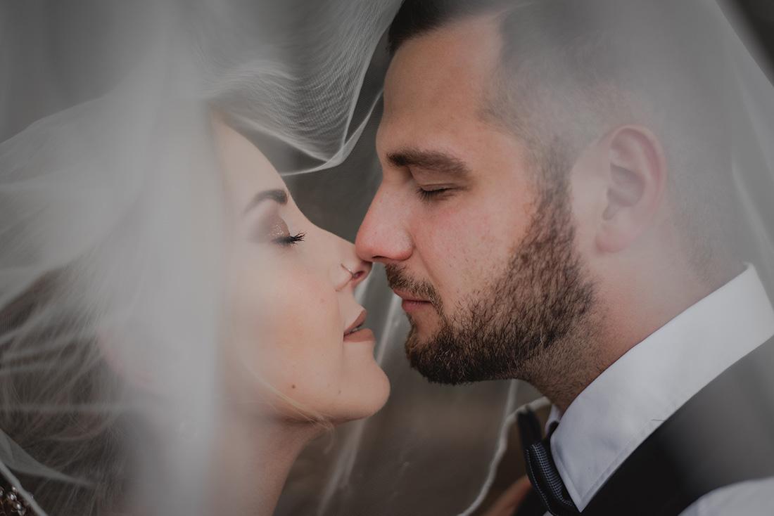 Hochzeitsfoto mit Schleier