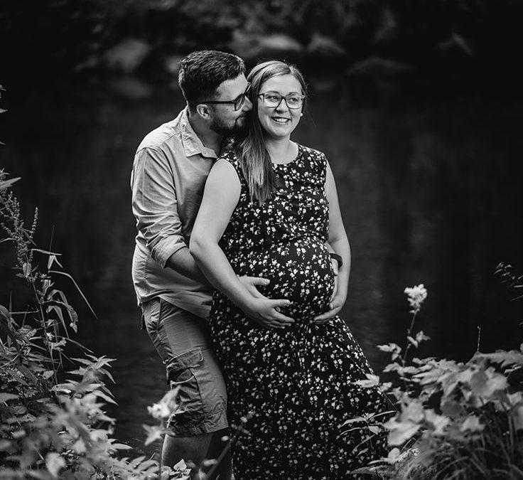 Foto Babybauch schwarz-weiß
