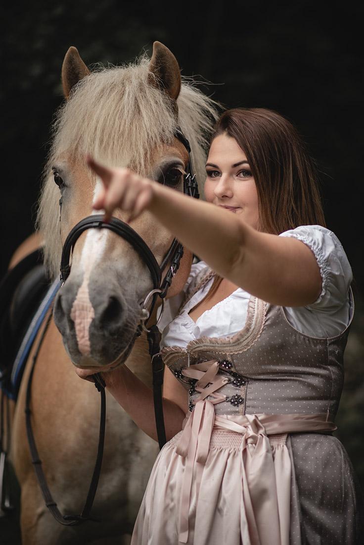 Pferd mit Reiter Foto