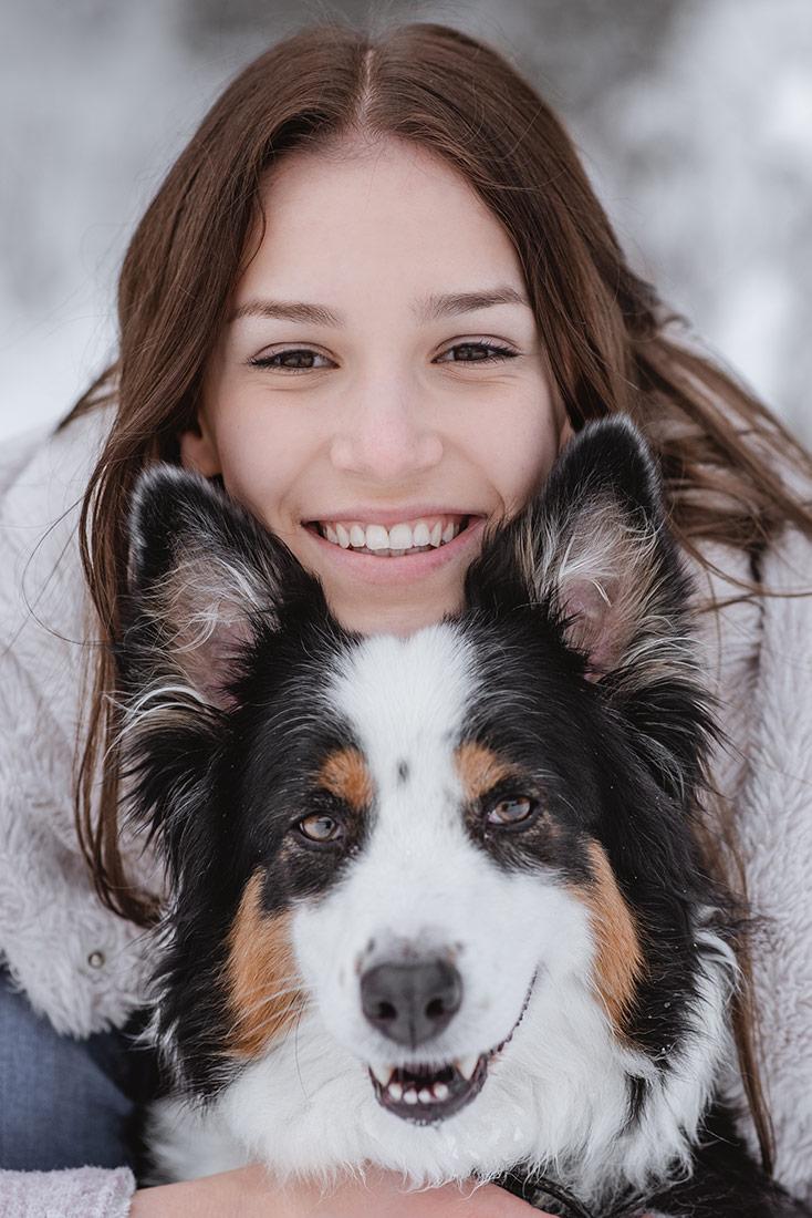 Hund mit Besitzer Foto