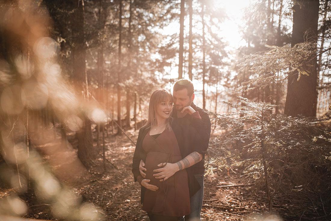 Babybauch Fotoshooting Wald